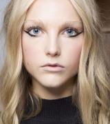 spring-summer-2018-hair-makeup-trends-jill-stuart-1506692568.jpg